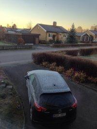 Auto vorne Haus